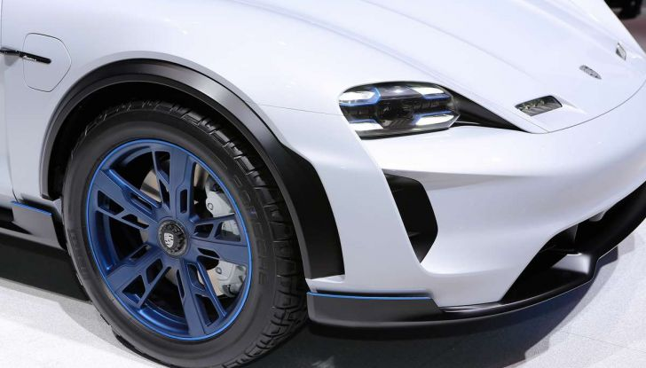 Porsche Mission E Cross Turismo 2018, il crossover elettrico di Stoccarda - Foto 2 di 34