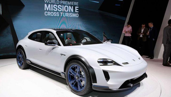 Porsche Mission E Cross Turismo 2018, il crossover elettrico di Stoccarda - Foto 5 di 34