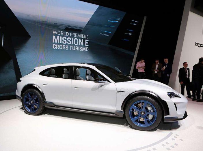 Porsche Mission E Cross Turismo 2018, il crossover elettrico di Stoccarda - Foto 31 di 34