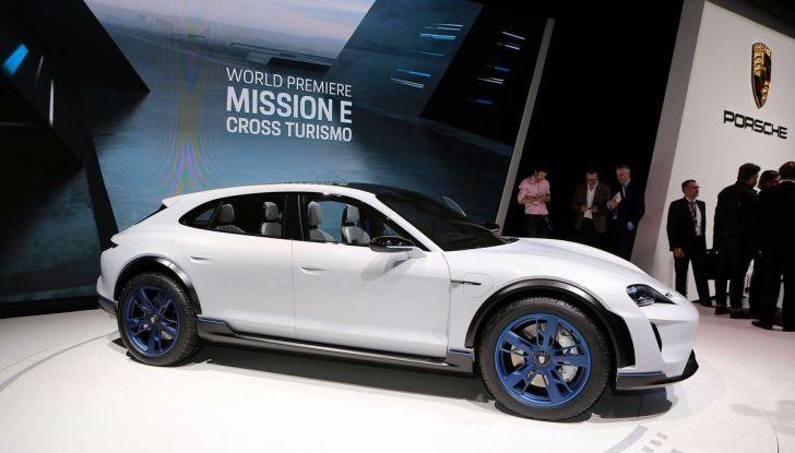 Porsche Taycan, questo il nome della 100% elettrica Mission E - Foto 31 di 34