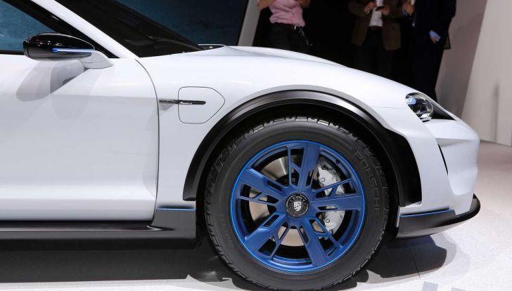 Porsche Mission E Cross Turismo 2018, il crossover elettrico di Stoccarda - Foto 4 di 34
