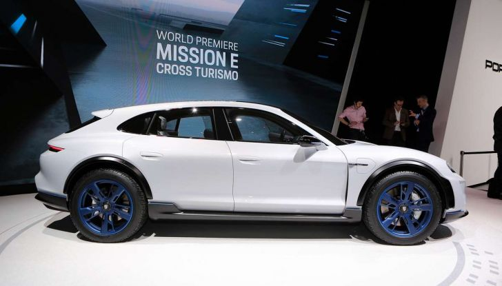 Porsche Taycan, questo il nome della 100% elettrica Mission E - Foto 32 di 34
