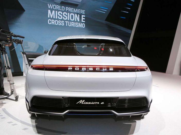 Porsche Mission E Cross Turismo 2018, il crossover elettrico di Stoccarda - Foto 3 di 34