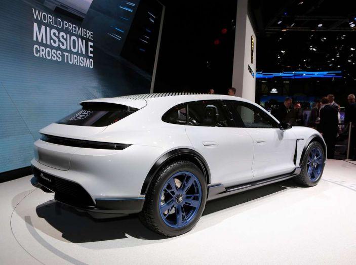 Porsche Mission E Cross Turismo 2018, il crossover elettrico di Stoccarda - Foto 6 di 34
