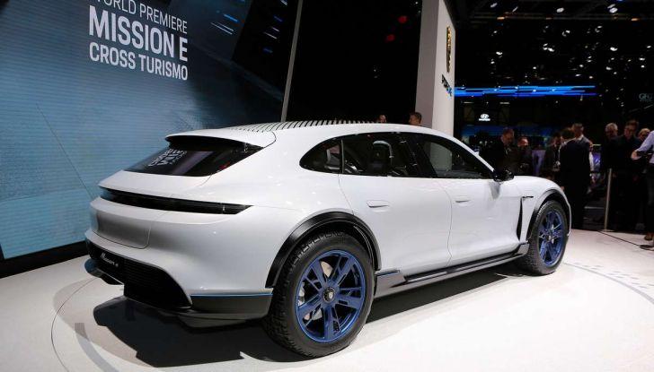 Porsche Taycan, questo il nome della 100% elettrica Mission E - Foto 6 di 34