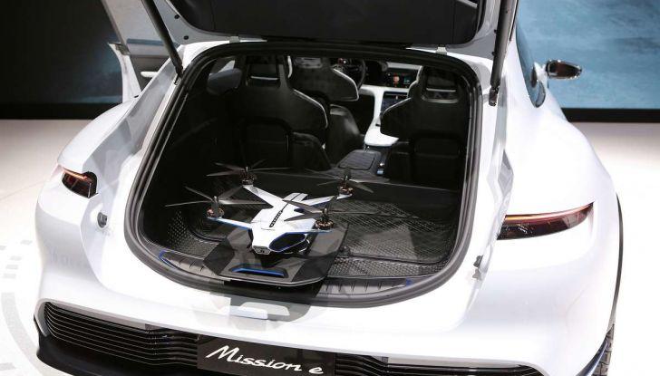 Porsche Mission E Cross Turismo 2018, il crossover elettrico di Stoccarda - Foto 20 di 34