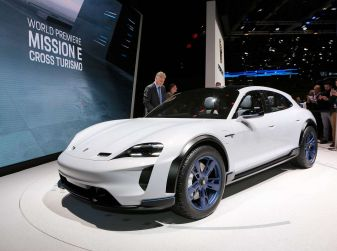 Porsche Mission E Cross Turismo 2018, il crossover elettrico di Stoccarda