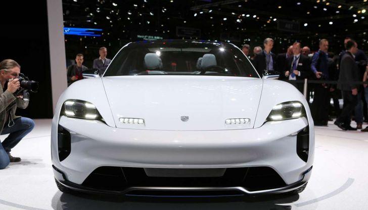 Porsche Taycan, questo il nome della 100% elettrica Mission E - Foto 23 di 34