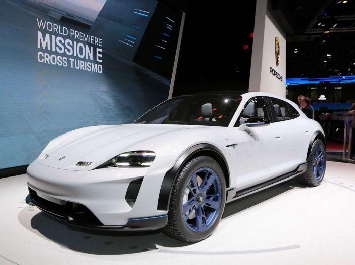 Porsche Mission E Cross Turismo 2018, il crossover elettrico di Stoccarda - Foto 24 di 34