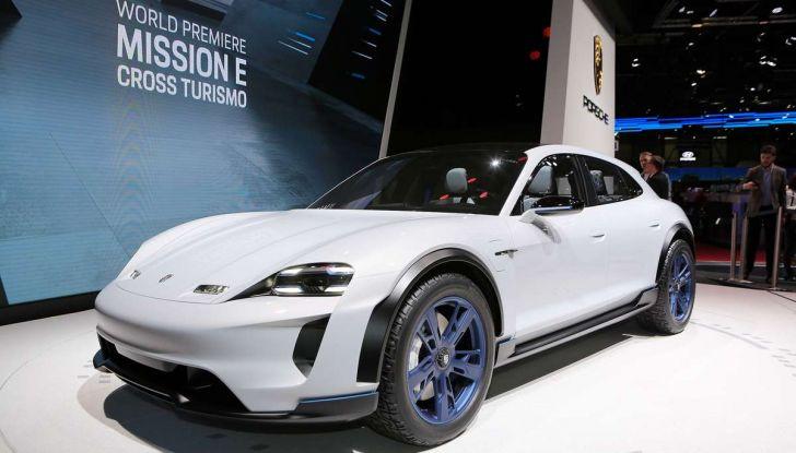 Porsche Taycan, questo il nome della 100% elettrica Mission E - Foto 24 di 34