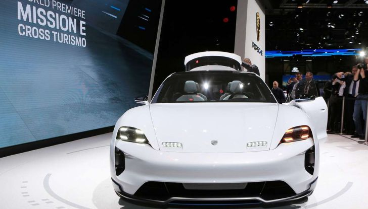 Porsche Mission E Cross Turismo 2018, il crossover elettrico di Stoccarda - Foto 25 di 34