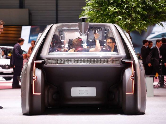 Renault EZ-GO, l'auto condivisa a guida autonoma del futuro - Foto 3 di 10