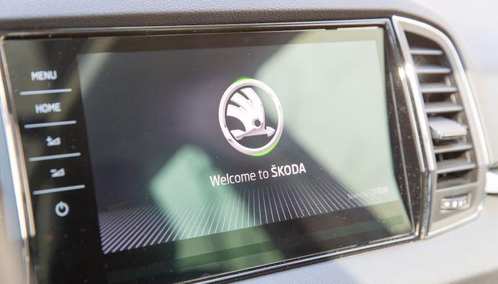 Prova su strada Skoda Karoq 1.5 TSI qualità tedesca, prezzo intelligente - Foto 15 di 31