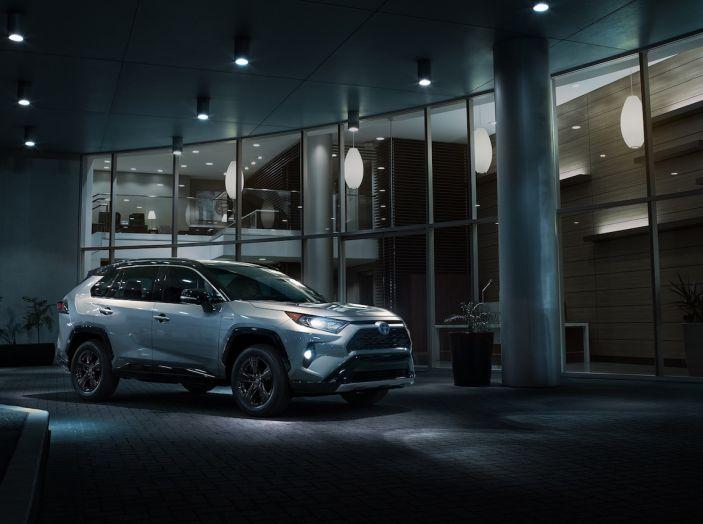Toyota RAV4 2018, il SUV nipponico fa ritorno al fuoristrada - Foto 9 di 29