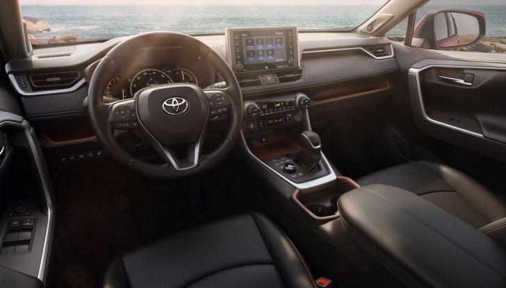 Toyota RAV4 2018, il SUV nipponico fa ritorno al fuoristrada - Foto 11 di 29