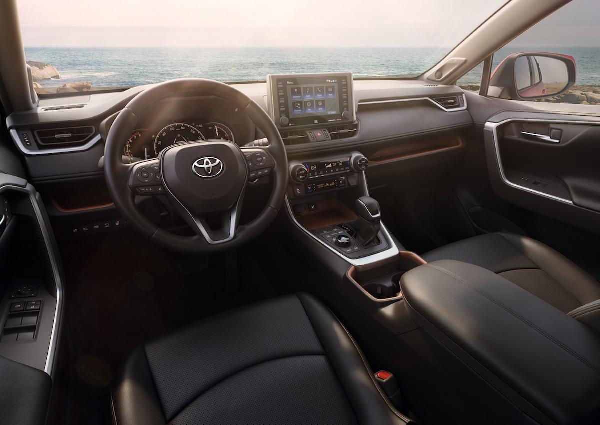 Toyota RAV4 2018, interni