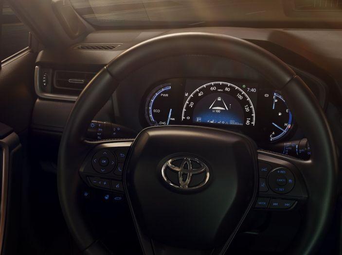 Toyota RAV4 2018, il SUV nipponico fa ritorno al fuoristrada - Foto 17 di 29