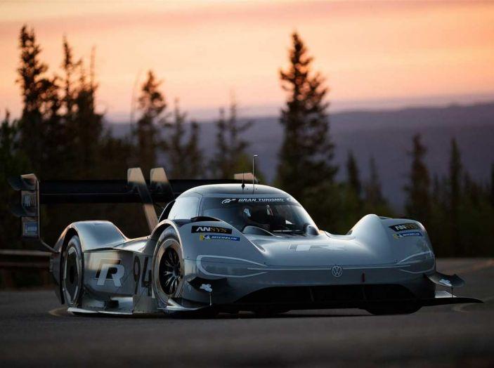 Volkswagen ID R da record alla Pikes Peak mentre in Cina si amplia la Mega-Fabbrica - Foto 2 di 13
