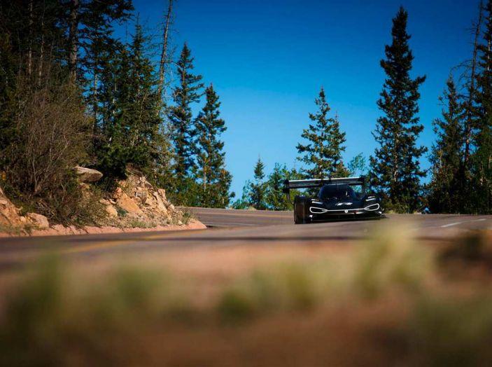 Volkswagen ID R da record alla Pikes Peak mentre in Cina si amplia la Mega-Fabbrica - Foto 10 di 13