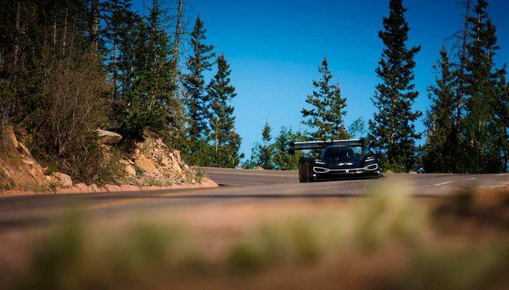 Volkswagen I.D. R, la sportiva elettrica per la Pikes Peak 2018 - Foto 10 di 13