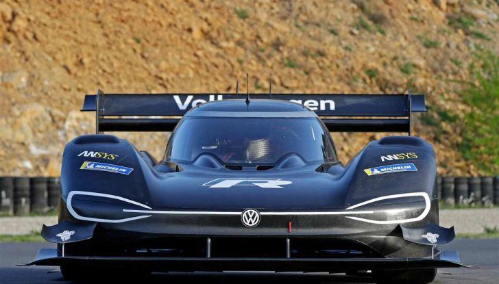 Volkswagen ID.R: nuovo record tra le elettriche al Nürburgring - Foto 11 di 13