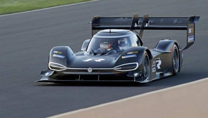 Volkswagen ID.R: nuovo record tra le elettriche al Nürburgring - Foto 12 di 13