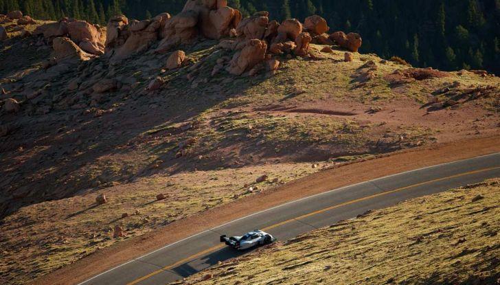 Volkswagen I.D. R, la sportiva elettrica per la Pikes Peak 2018 - Foto 5 di 13