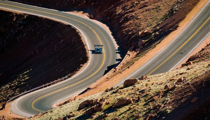 Volkswagen ID R da record alla Pikes Peak mentre in Cina si amplia la Mega-Fabbrica - Foto 4 di 13