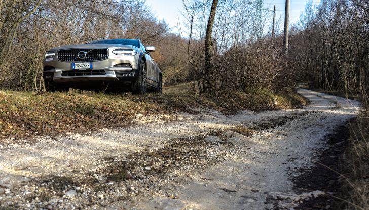 Prova su strada Volvo V90 Cross Country Pro: la regina delle Station Wagon - Foto 12 di 44