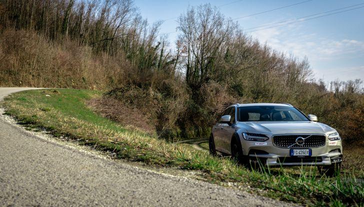 Prova su strada Volvo V90 Cross Country Pro: la regina delle Station Wagon - Foto 16 di 44