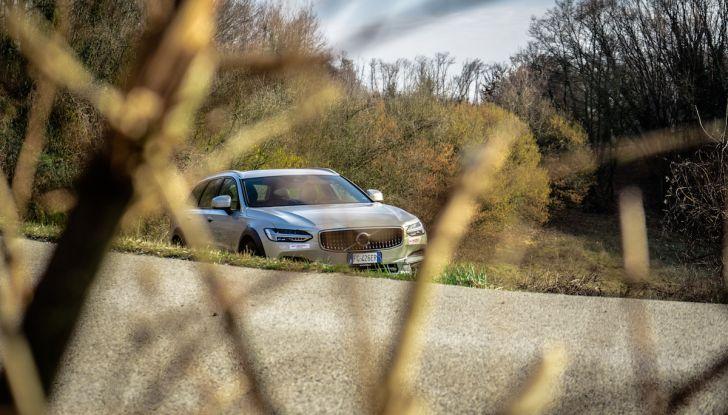 Prova su strada Volvo V90 Cross Country Pro: la regina delle Station Wagon - Foto 27 di 44