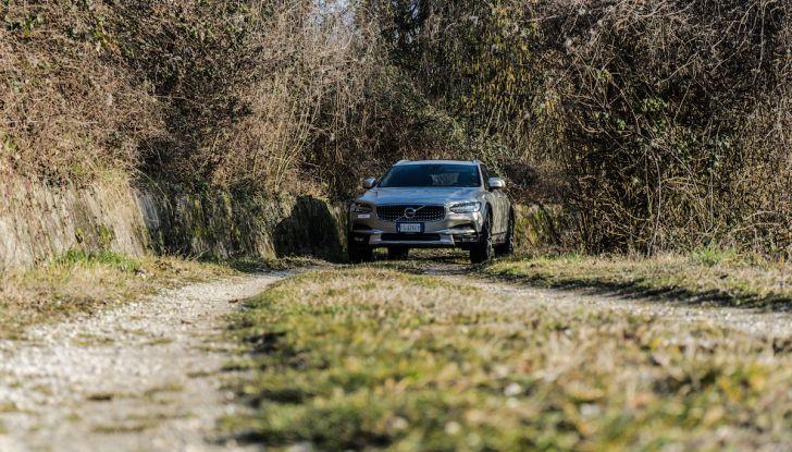 Prova su strada Volvo V90 Cross Country Pro: la regina delle Station Wagon - Foto 29 di 44