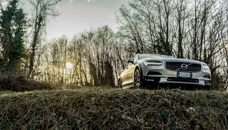 Prova su strada Volvo V90 Cross Country Pro: la regina delle Station Wagon - Foto 14 di 44