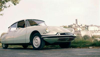 DS presenta ID 19 al Salone dell'Auto di Parigi del 1956
