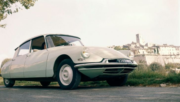 DS presenta ID 19 al Salone dell'Auto di Parigi del 1956 - Foto 1 di 6