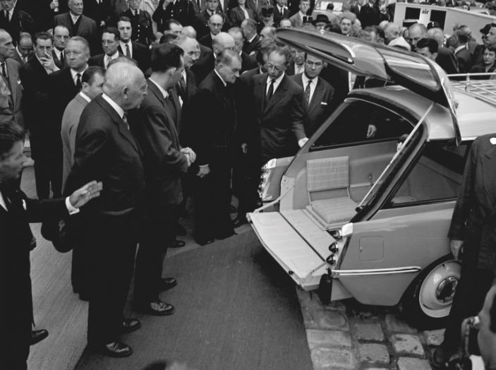 DS presenta ID 19 al Salone dell'Auto di Parigi del 1956 - Foto 3 di 6
