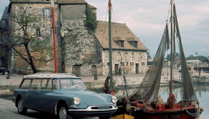 DS presenta ID 19 al Salone dell'Auto di Parigi del 1956 - Foto 5 di 6