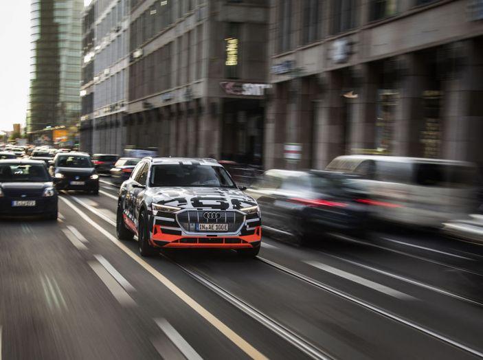 Audi E-Tron, in vendita da fine 2018, è sviluppata nella Gabbia di Faraday - Foto 15 di 26