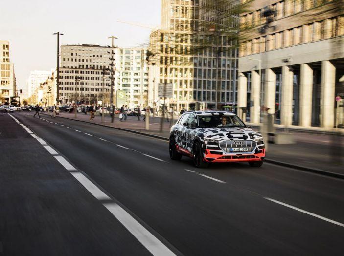 Audi E-Tron, in vendita da fine 2018, è sviluppata nella Gabbia di Faraday - Foto 16 di 26