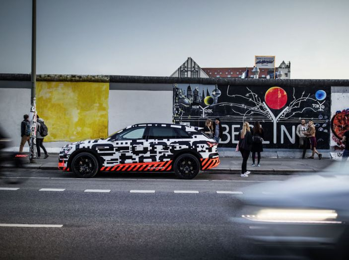 Audi E-Tron, in vendita da fine 2018, è sviluppata nella Gabbia di Faraday - Foto 9 di 26
