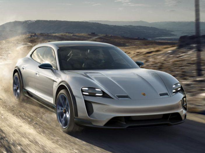 Ricerca UNRAE: un italiano su due vorrebbe acquistare un'auto elettrica - Foto 6 di 13