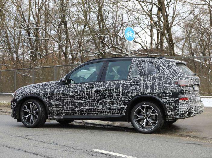 BMW X5, la quarta generazione debutta su strada - Foto 10 di 28