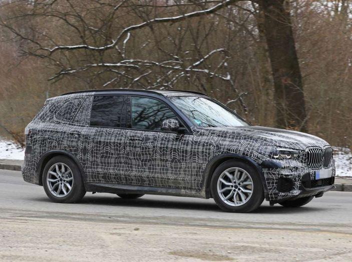 BMW X5, la quarta generazione debutta su strada - Foto 18 di 28