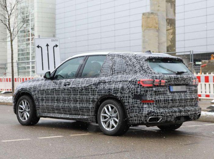 BMW X5, la quarta generazione debutta su strada - Foto 3 di 28