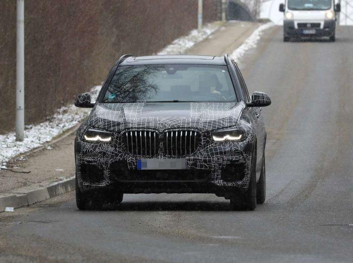BMW X5, la quarta generazione debutta su strada - Foto 25 di 28