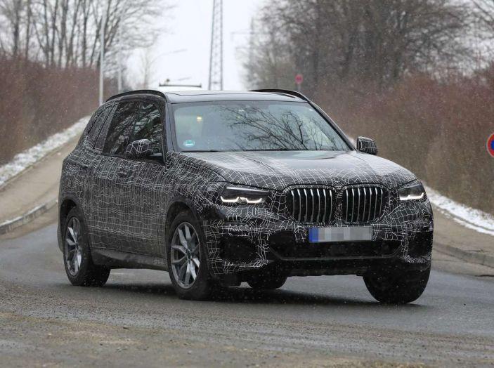 BMW X5, la quarta generazione debutta su strada - Foto 26 di 28