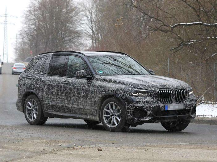 BMW X5, la quarta generazione debutta su strada - Foto 27 di 28