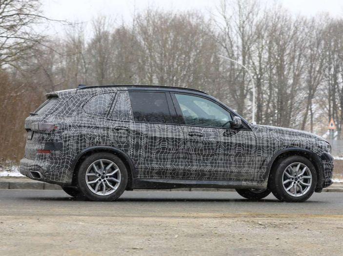 BMW X5, la quarta generazione debutta su strada - Foto 17 di 28
