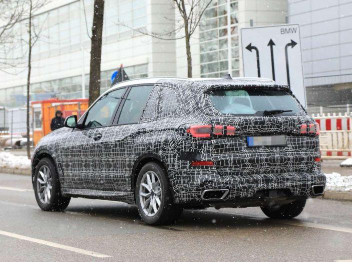 BMW X5, la quarta generazione debutta su strada - Foto 5 di 28