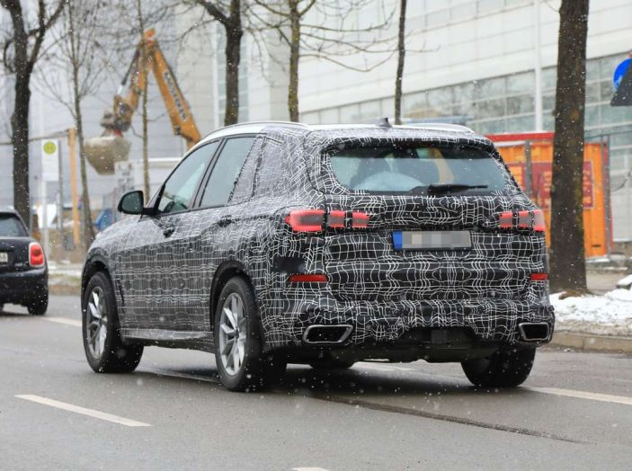 BMW X5, la quarta generazione debutta su strada - Foto 6 di 28